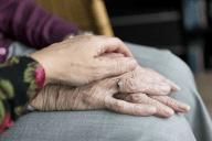 Lääkkeettömillä menetelmillä avaimia muistisairaan käytösoireiden kohtaamiseen