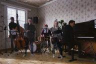Lasse Hirvi (teksti, kuvat Lasse Hirvi Band): Musiikillisten muistojen jäljillä