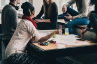 Valmentavan koulutuksen opetussuunnitelma tukee maahanmuuttajien etenemistä ammattikorkeakouluun ja yliopistoon