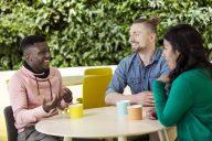 Lupauksista palvelutekoihin: valmistuuko meiltä tyytyväisiä kansainvälisiä opiskelijoita?
