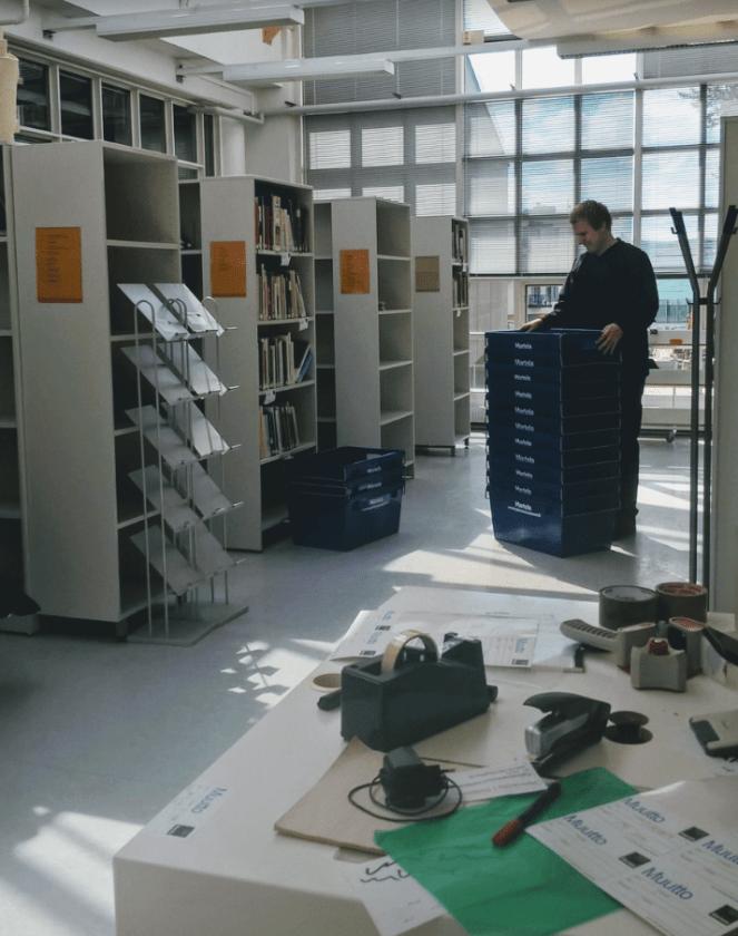 Tikkurilan kirjastoa pakataan