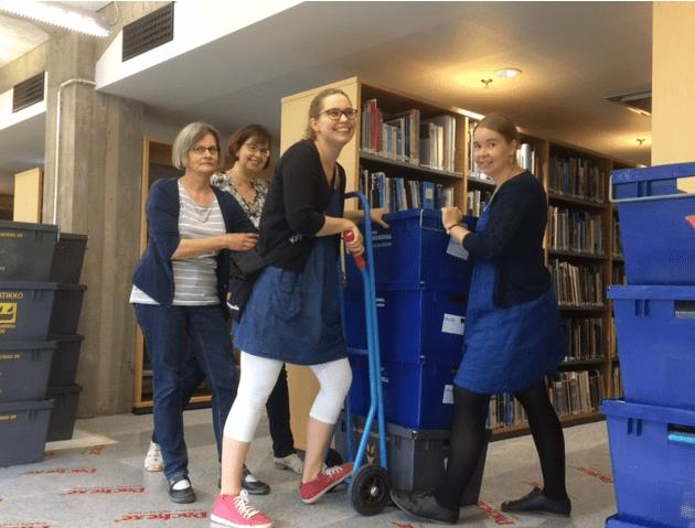 Kirjastolaiset muuttohommissa