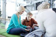 Tarinatyöpaja auttaa nuoria jakamaan tarinoita ja tunteita