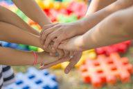 Koulukuraattori tukee tunne- ja kaveritaitojen harjoittelua